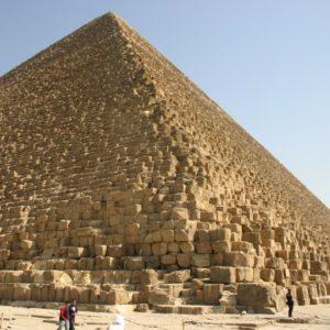 Construire une pyramide avant la numérisation 3D