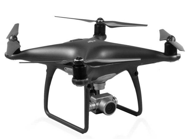Un drone multirotors DJI Phantom 4 Pro Plus Black